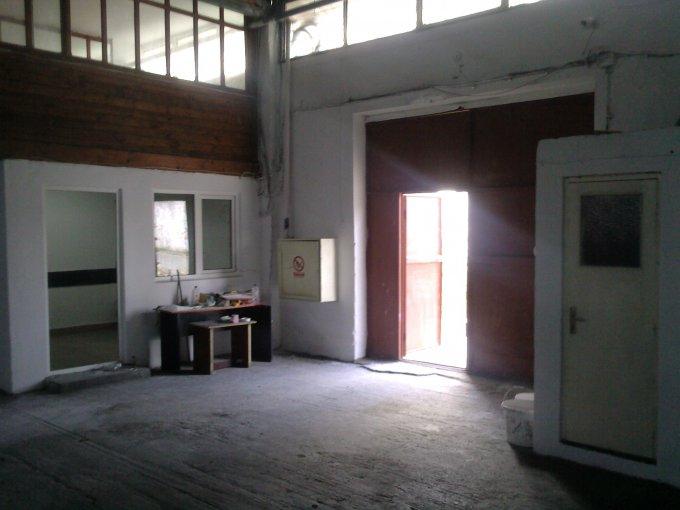 Spatiu industrial de vanzare direct de la proprietar, in Constanta, zona CET, cu 240.000 euro. 1 grup sanitar, suprafata utila 620 mp. Inaltime: 4.5 metri.
