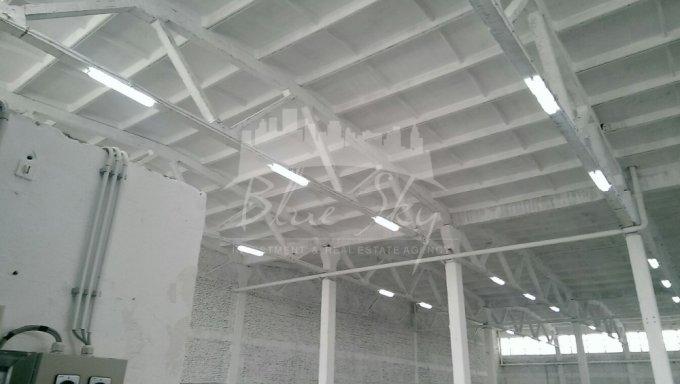 Pod Butelii  Constanta Spatiu industrial de inchiriat, cu 1 grup sanitar, suprafata 2500 mp. Pret: 5.000 euro negociabil.