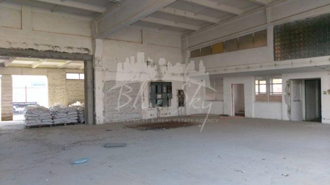 Spatiu industrial de vanzare direct de la agentie imobiliara, in Constanta, zona Industriala, cu 350.000 euro negociabil. 1 grup sanitar, suprafata utila 800 mp.