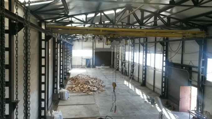 Spatiu industrial de inchiriat direct de la agentie imobiliara, in Constanta, zona Ancora, cu 1.800 euro. 1 grup sanitar, suprafata utila 600 mp.
