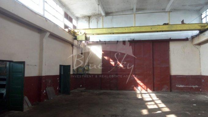 Vest  Constanta Spatiu industrial de inchiriat, cu 1 grup sanitar, suprafata 2400 mp. Pret: 2.100 euro negociabil.