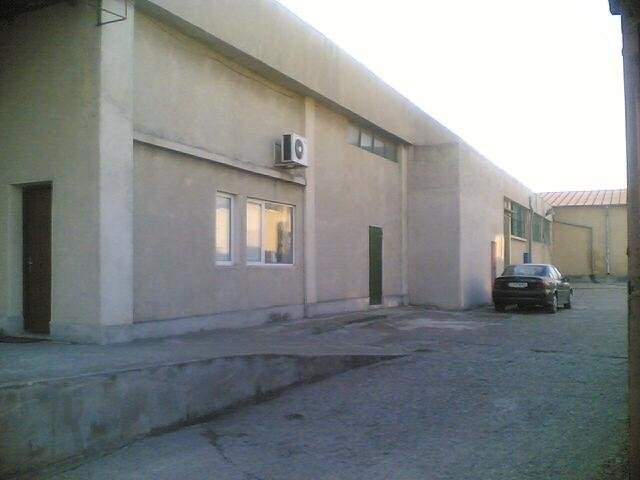 industrial de vanzare direct de la proprietar, in Constanta, zona Inel 2, cu 550.000 euro. 1 grup sanitar, suprafata utila 900 mp. Inaltime: 6 metri.
