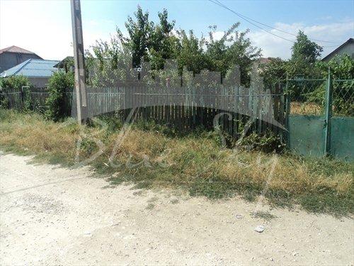 Teren intravilan de vanzare direct de la agentie imobiliara, in Constanta, cu 99.000 euro negociabil. Suprafata de teren 1000 metri patrati cu deschidere de 20 metri.