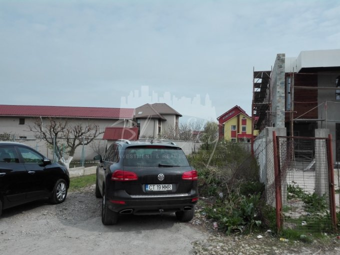 Teren intravilan de vanzare direct de la agentie imobiliara, in Constanta, zona Elvila, cu 65.000 euro negociabil. Suprafata de teren 500 metri patrati cu deschidere de 11 metri.