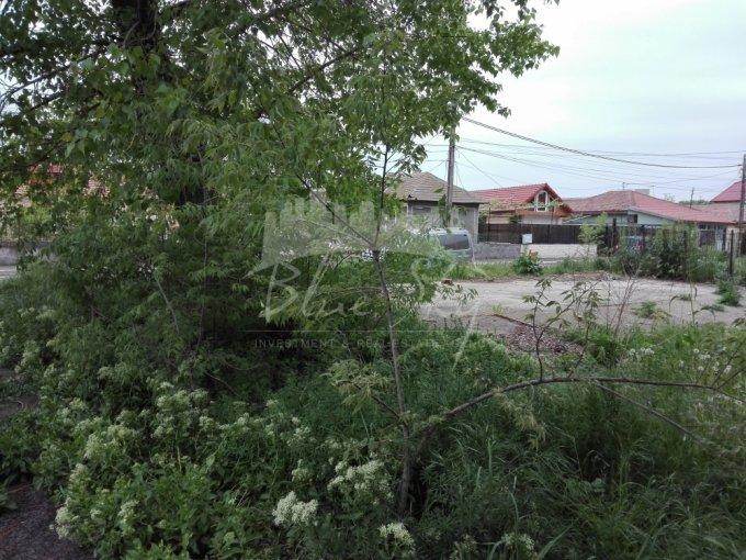 Teren intravilan de vanzare in Constanta, zona Palazu Mare. Suprafata terenului 320 metri patrati, deschidere 5115 metri. Pret: 26.000 euro negociabil.
