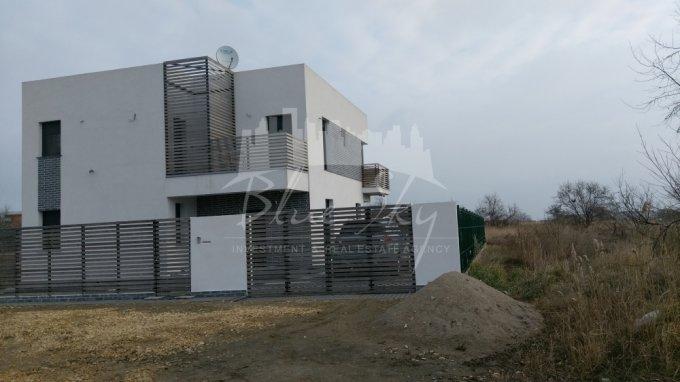 Teren intravilan de vanzare in Navodari. Suprafata terenului 1000 metri patrati, deschidere 37 metri. Pret: 120.000 euro negociabil.