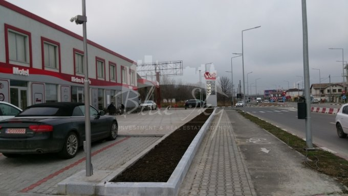 Teren intravilan de vanzare in Navodari. Suprafata terenului 10000 metri patrati, deschidere 80 metri. Pret: 1.500.000 euro negociabil.