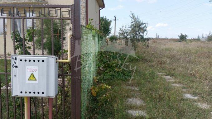 Teren intravilan de vanzare in Constanta, zona Mamaia Nord. Suprafata terenului 1000 metri patrati, deschidere 25 metri. Pret: 115.000 euro negociabil.