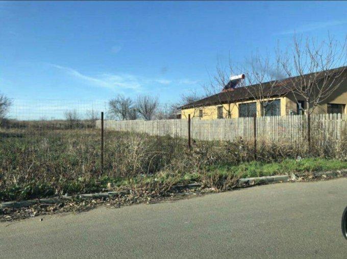 Teren intravilan de vanzare in Tuzla. Suprafata terenului 650 metri patrati, deschidere 14 metri. Pret: 12.000 euro.