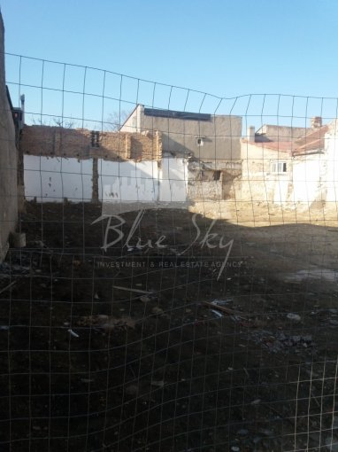 Teren intravilan de vanzare in Constanta, zona Tomis 1. Suprafata terenului 268 metri patrati, deschidere 135 metri. Pret: 145.000 euro negociabil.