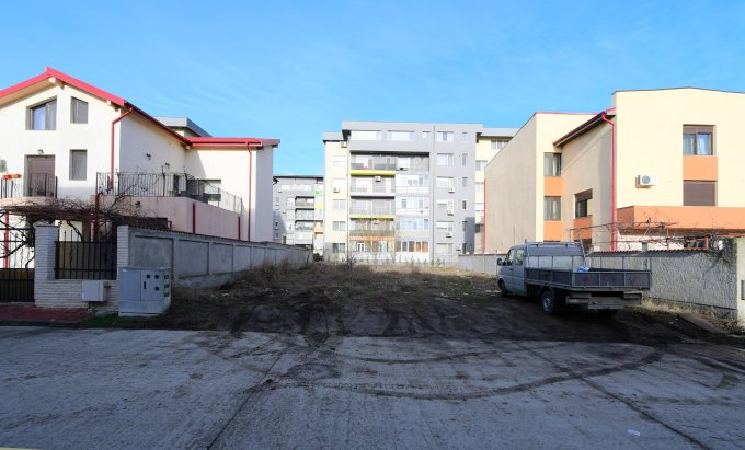 Teren intravilan de vanzare in Constanta, zona Tomis Plus. Suprafata terenului 445 metri patrati, deschidere 16.23 metri. Pret: 140.000 euro. Destinatie: Rezidenta, Vacanta.