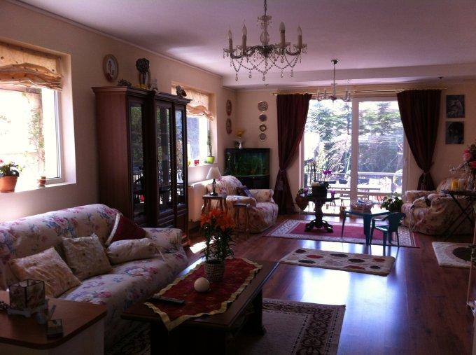 Vila cu 6 camere, 1 etaj, cu suprafata utila de 450 mp, 3 grupuri sanitare, 3  balcoane. 300 euro negociabil. Vila Mangalia  Constanta