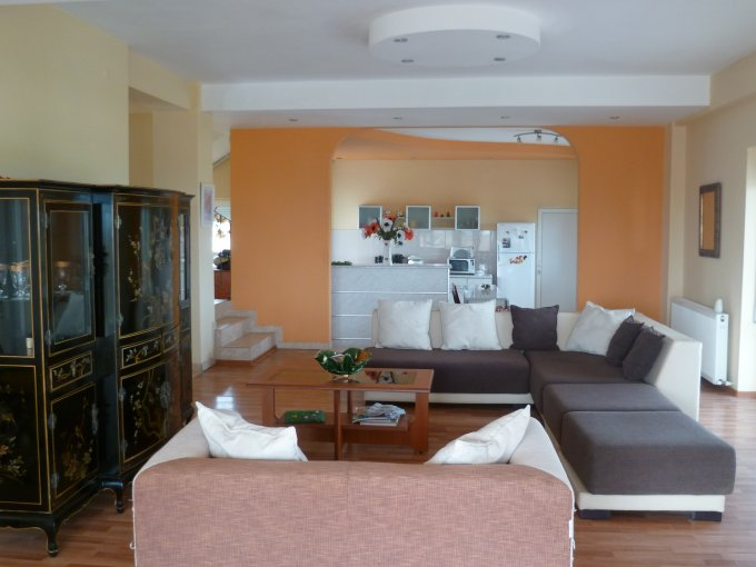 Vila de vanzare direct de la proprietar, in y Costinesti, zona Nord, cu 430000 euro negociabil. 2  terase, 6 grupuri sanitare, suprafata utila 326 mp. Are 1 etaj si 7 camere.