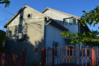 agentie imobiliara vand Vila cu 1 etaj, 6 camere, comuna Lazu