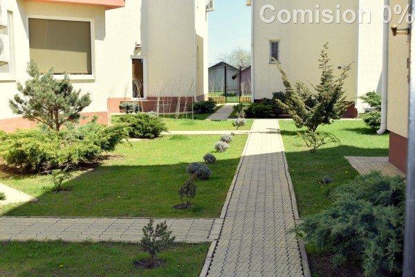 Mamaia Nord Constanta vila cu 3 camere, 1 etaj, 3 grupuri sanitare, cu suprafata utila de 115 mp, suprafata teren 178 mp si deschidere de 13.5 metri. In orasul Constanta, zona Mamaia Nord.