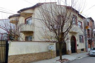 vanzare vila de la agentie imobiliara, cu 1 etaj, 9 camere, in zona Faleza Nord, orasul Constanta