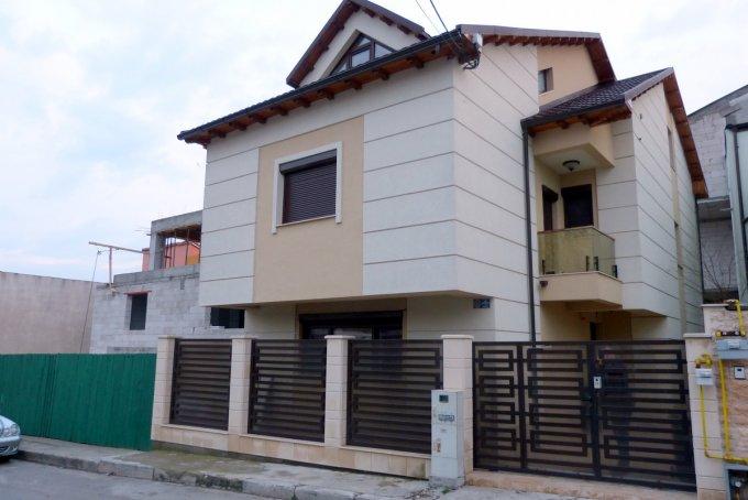 Vila de vanzare direct de la agentie imobiliara, in Constanta, zona Dacia, cu 265.000 euro negociabil. 1  balcon, 4 grupuri sanitare, suprafata utila 182 mp. Are 1 etaj si 6 camere.