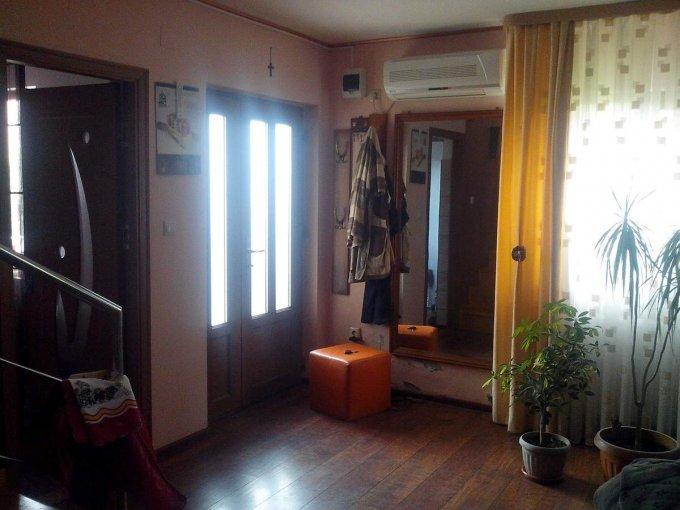 Vila de vanzare direct de la agentie imobiliara, in Valu lui Traian, cu 84.500 euro. 2  balcoane, 2 grupuri sanitare, suprafata utila 200 mp. Are 1 etaj si 5 camere.