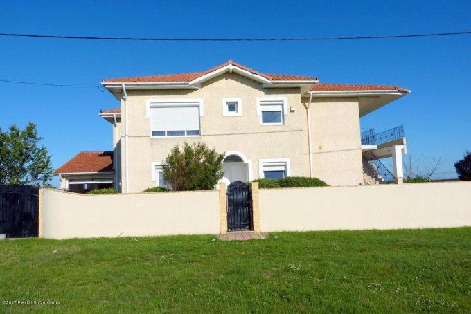 Vila de vanzare direct de la agentie imobiliara, in Costinesti, zona Epava, cu 430.000 euro. 1  balcon, 10 grupuri sanitare, suprafata utila 328 mp. Are 1 etaj si 8 camere.