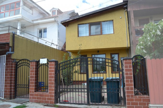 Vila cu 3 camere, 1 etaj, cu suprafata utila de 172 mp, 2 grupuri sanitare, 1  balcon. 65.000 euro negociabil. Destinatie: Rezidenta, Birou, Vacanta. Vila Agigea  Constanta
