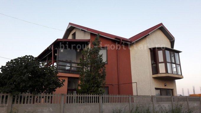 Vila cu 5 camere, 1 etaj, cu suprafata utila de 220 mp, 3 grupuri sanitare, 4  balcoane. 144.000 euro negociabil. Destinatie: Rezidenta, Birou, Comercial, Vacanta, Centru de afaceri, (mini) Hotel / Pensiune. Vila Cumpana  Constanta