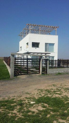 Vila de vanzare direct de la proprietar, in Palazu Mare, cu 295.000 euro negociabil. 3  balcoane, 3 grupuri sanitare, suprafata utila 238 mp. Are 1 etaj si 5 camere.