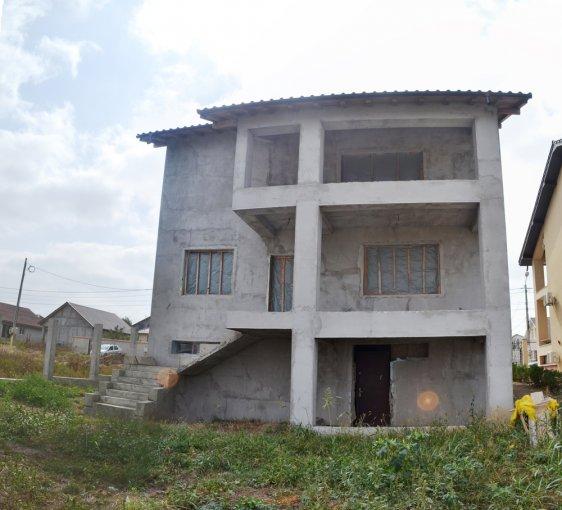 Vila cu 1 etaj, 6 camere, 3 grupuri sanitare, avand suprafata utila 300 mp. Pret: 65.000 euro negociabil. agentie imobiliara vanzare Vila.
