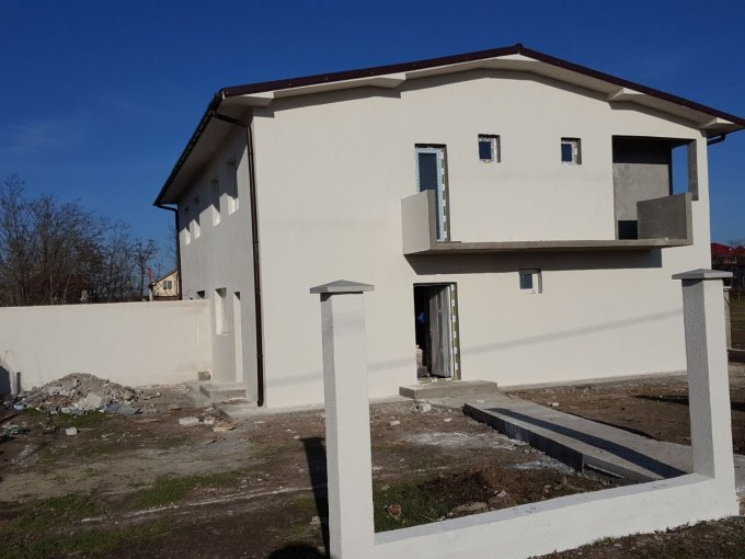 Vila de vanzare direct de la proprietar, in Valu lui Traian, cu 55.000 euro. 2  balcoane, 2 grupuri sanitare, suprafata utila 160 mp. Are 1 etaj si 6 camere.