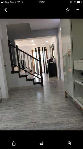 Vila de vanzare direct de la proprietar, in Ovidiu, zona Rezidentiala - malul lacului, cu 165.000 euro negociabil. 1  balcon, 3 grupuri sanitare, suprafata utila 125 mp. Are 1 etaj si 5 camere.