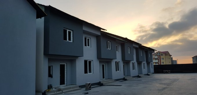 Vila de vanzare direct de la proprietar, in Constanta, zona Mamaia Nord, cu 87.000 euro negociabil. 1  balcon, 2 grupuri sanitare, suprafata utila 105 mp. Are 1 etaj si 4 camere.