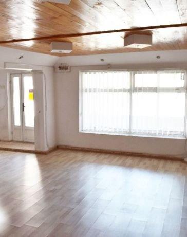 Vila de vanzare direct de la proprietar, in Constanta, zona ICIL, cu 199.900 euro negociabil. 2 grupuri sanitare, suprafata utila 290 mp. Are 1 etaj si 6 camere.