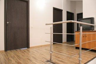 agentie imobiliara vand Vila cu 1 etaj, 8 camere, zona Primarie, orasul Ovidiu