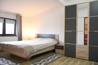 Vila de vanzare cu 1 etaj si 8 camere, in zona Primarie, Ovidiu Constanta