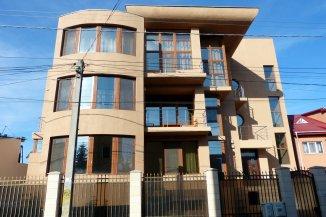 vanzare vila cu 2 etaje, 8 camere, zona Dacia, orasul Constanta, suprafata utila 510 mp