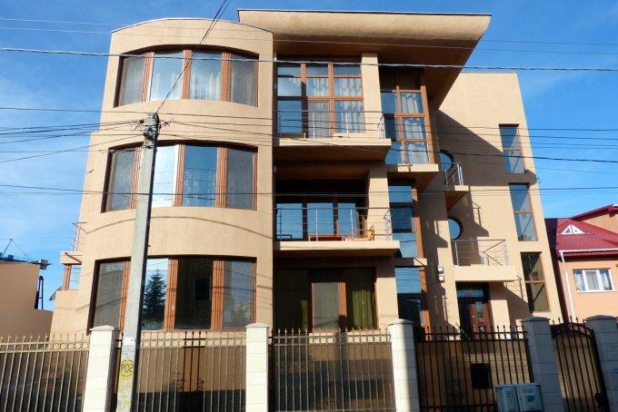 Vila cu 8 camere, 2 etaje, cu suprafata utila de 510 mp, 5 grupuri sanitare, 7  balcoane. 485.000 euro negociabil. Destinatie: Rezidenta, Birou, Vacanta, Centru de afaceri. Vila Dacia Constanta