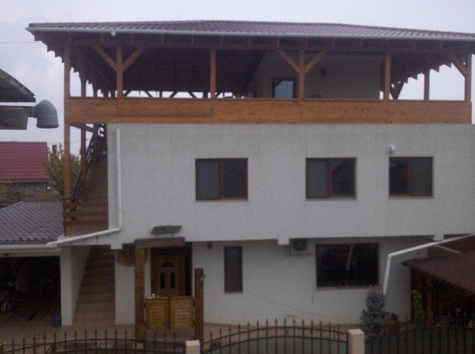 Vila de vanzare direct de la proprietar, in Navodari, zona Lac Tasaul, cu 150.000 euro. 1  balcon, 2 grupuri sanitare, suprafata utila 228 mp. Are 2 etaje si 6 camere.