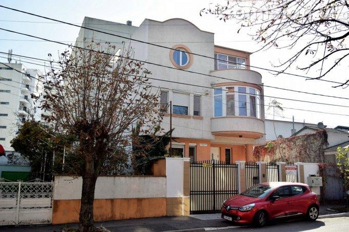 Vila de vanzare direct de la agentie imobiliara, in Constanta, cu 300.000 euro. 3  balcoane, 6 grupuri sanitare, suprafata utila 287 mp. Are 2 etaje si 6 camere.