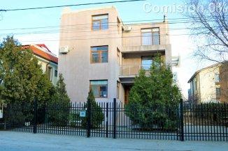 vanzare vila de la agentie imobiliara, cu 2 etaje, 8 camere, in zona Mamaia Nord, orasul Constanta