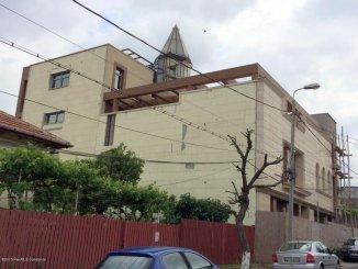 Vila de vanzare cu 3 etaje si 16 camere, in zona Universitate, Constanta