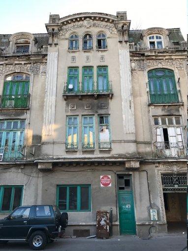 Vila cu 23 camere, 3 etaje, cu suprafata utila de 593 mp, 6 grupuri sanitare. 249.000 euro. Vila Centru Constanta