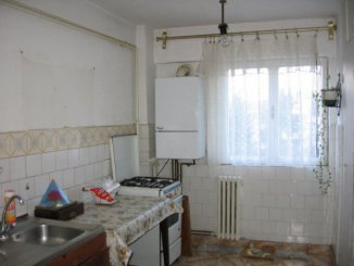 agentie imobiliara vand apartament decomandata, in zona Central, orasul Pucioasa