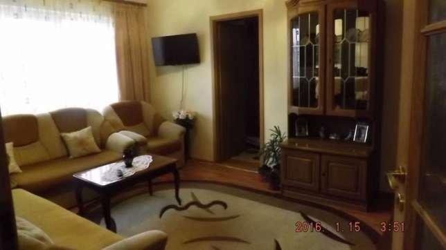 Apartament de vanzare in Targoviste cu 2 camere, cu 1 grup sanitar, suprafata utila 42 mp. Pret: 19.500 euro negociabil. Usa intrare: Metal. Usi interioare: PVC.