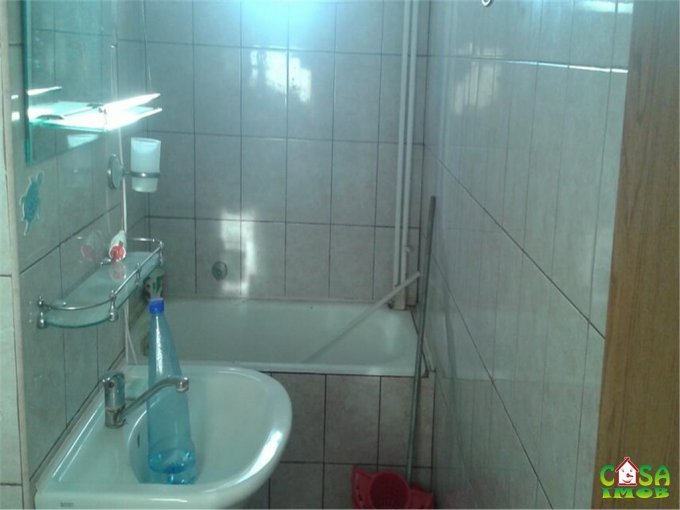 Apartament vanzare Micro 5 cu 2 camere, etajul 3 / 4, 1 grup sanitar, cu suprafata de 3908 mp. Targoviste, zona Micro 5.