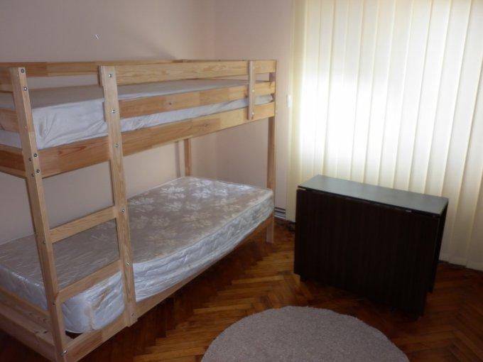 Apartament vanzare Micro 9 cu 2 camere, etajul 4, 1 grup sanitar, cu suprafata de 30 mp. Targoviste, zona Micro 9.