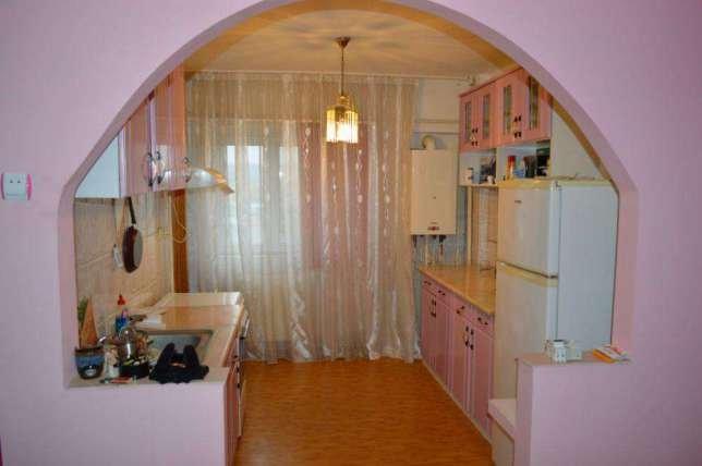 Apartament de vanzare in Targoviste cu 3 camere, cu 2 grupuri sanitare, suprafata utila 78 mp. Pret: 38.000 euro negociabil. Usa intrare: Metal. Usi interioare: Lemn.