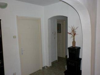 vanzare apartament cu 3 camere, decomandat, in zona Micro 4, orasul Targoviste
