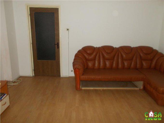Apartament vanzare Micro 2 cu 3 camere, etajul 4 / 4, 2 grupuri sanitare, cu suprafata de 74 mp. Targoviste, zona Micro 2.