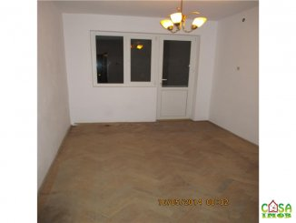 vanzare apartament semidecomandat, zona Micro 8, orasul Targoviste, suprafata utila 68 mp