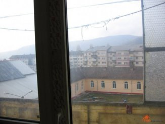 vanzare apartament cu 3 camere, decomandata, orasul Pucioasa