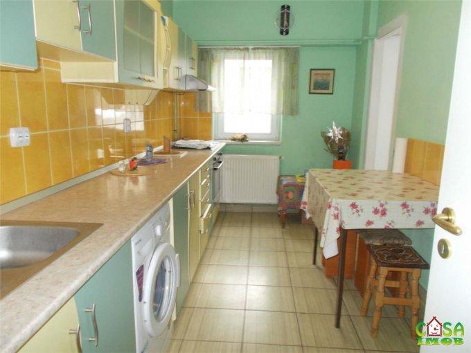 Apartament vanzare Micro 11 cu 4 camere, etajul 1 / 8, 2 grupuri sanitare, cu suprafata de 95 mp. Targoviste, zona Micro 11.